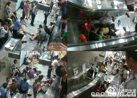 北京地铁4号线动物园站电梯失控