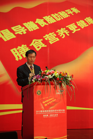 3、浙江大学食品营养系教授 李铎 发表主题报告
