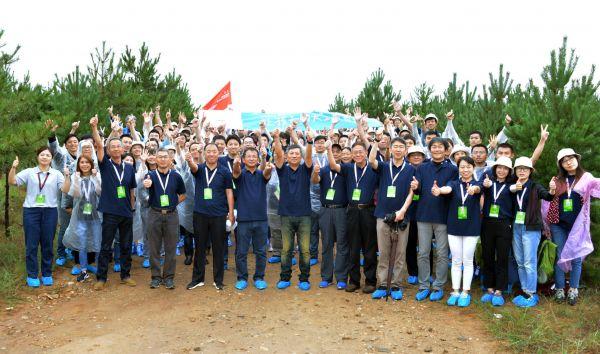 16家Honda在华关联企业活动大合影:水野本部长等领导、员工代表合影