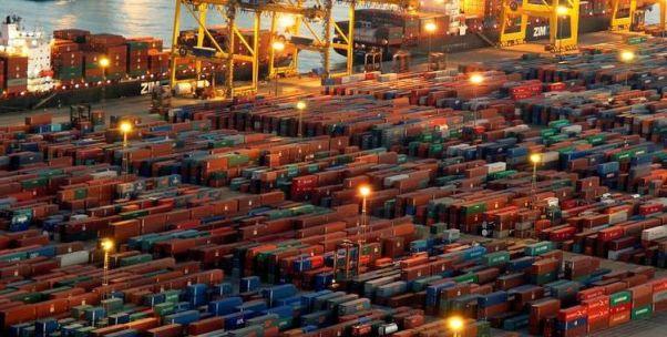 """上海港陷""""拥堵乌龙""""背后:世界第一大集装箱港高泊位利用率之问"""