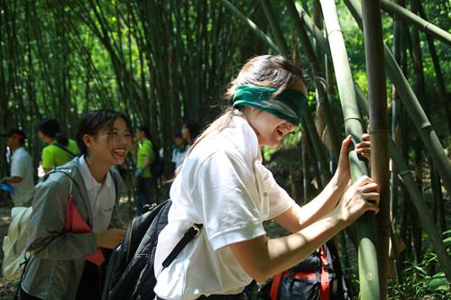 广汽丰田环保志愿者们正在进行自然教育体验课程_副本