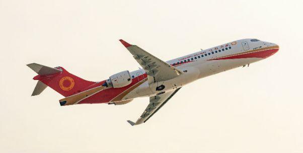国产支线客机迈进批产化:中国商飞交付第三架ARJ21飞机