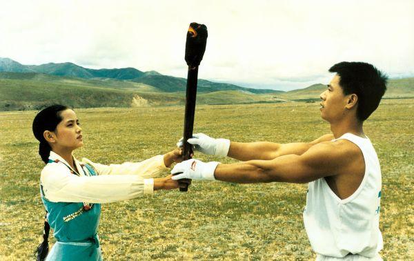 李宁与达娃央宗在西藏念青唐古拉山下点燃亚运圣火