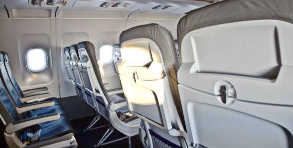 可以在飞机上大胆开手机了!东航放开便携式电子设备使用限制