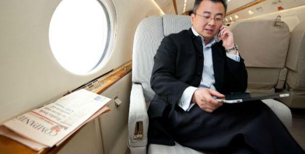 """东航、海航""""第一""""争夺战:中国民航史上首次开放便携式电子设备使用 美国2013年解禁"""
