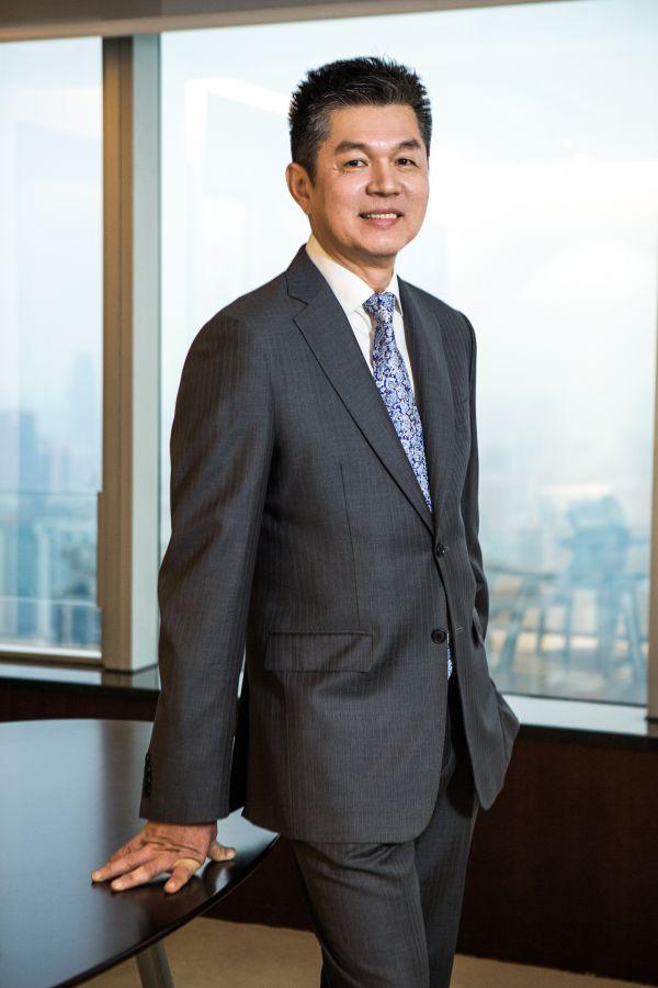 安利全球执行副总裁、安利大中华总裁颜志荣