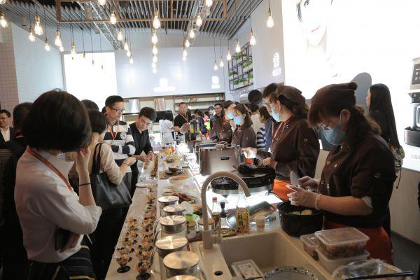 图六:产品与美食互动体验