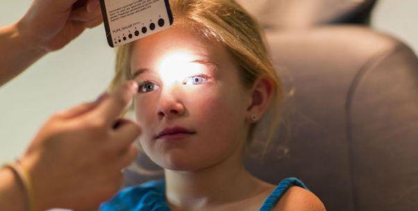 隐形眼镜不良事件高发 国家药监部门将严打违法经营