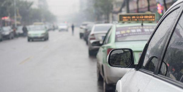 """雨季荒诞:滴滴打不到车用货拉拉?货拉拉回应称""""这单我们不接"""""""