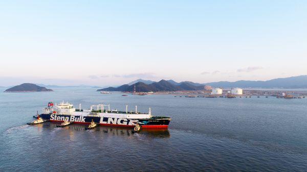 第一艘接靠新奥舟山LNG接收站码头的LNG运输船Stena Blue Sky号