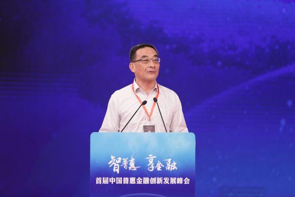插图:微众银行行长李南青出席活动并发言
