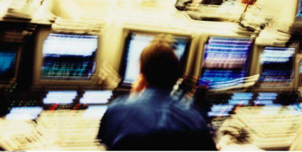 评论 | 卷入操纵证券市场案 黄晓明能全身而退吗