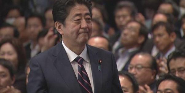 政治家的笑臉與臭臉