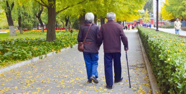梁建章:中国正面临人口危机 老龄化程度或超30年前的日本