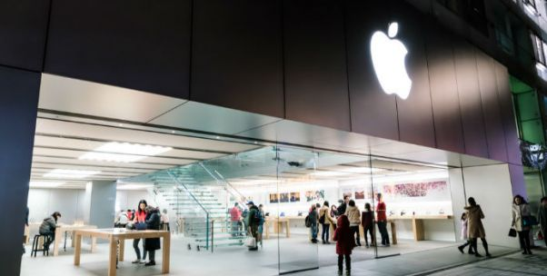 """【315时间?#31185;还?#25163;机""""降速门""""诉讼仍在继续 旧款iPhone用户的权益如何保护"""