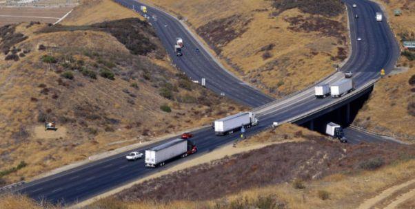 卡车司机更早解放双手?商用车成自动驾驶落地第一战场