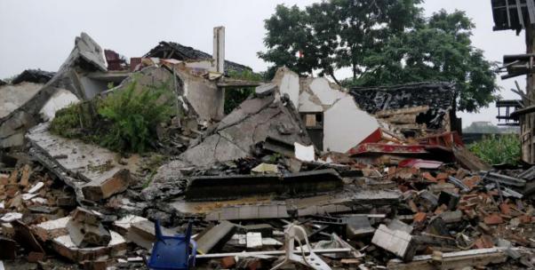 震中長寧雙河鎮老街受災嚴重 一鄉鎮醫院院長在此遇難