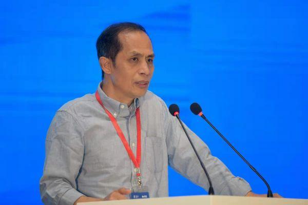 著名社会学家、剧作家黄纪苏