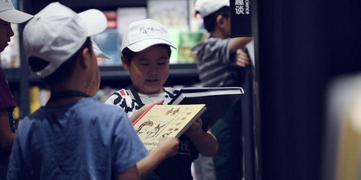 【領讀中國】和鏡頭交朋友,給他講一本好書