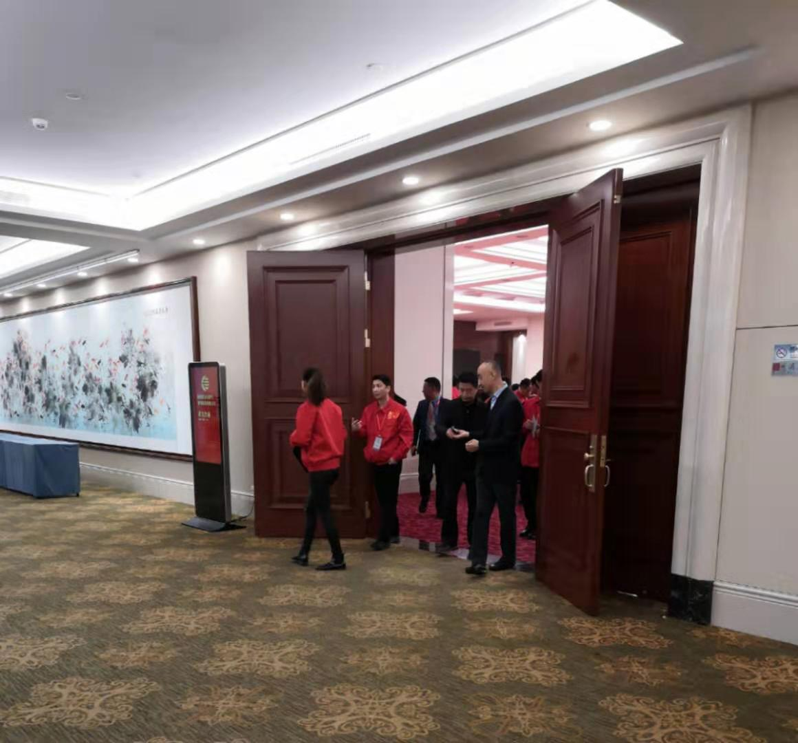 工作人員離開大會議廳 攝影:高歌
