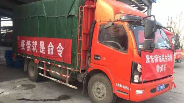 为武汉市民运送物资的东风卡车(1)