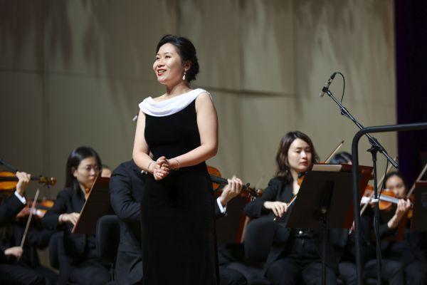 央音华萌生张怡带来女高音独唱《笑之歌》